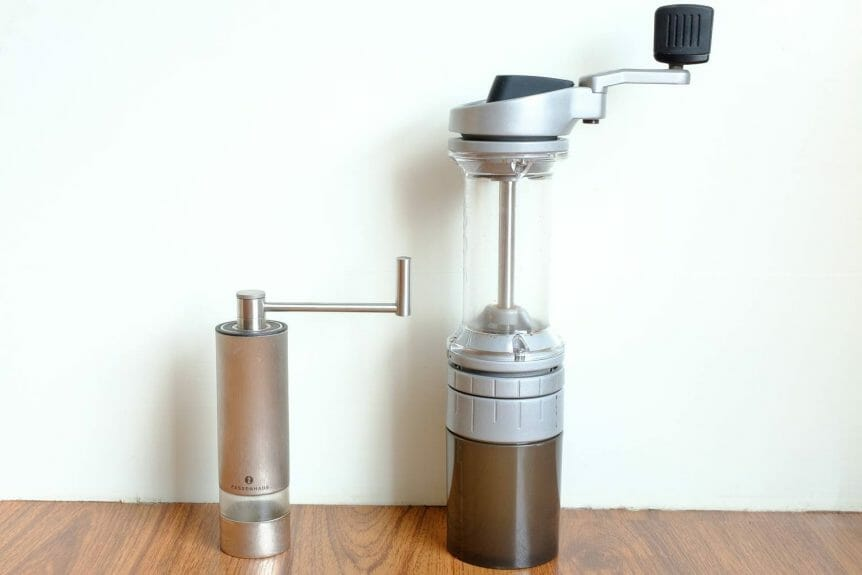 Side by side view of the Lido E-T and Zassenhaus Panama hand grinders. The Lido is about twice as tall.