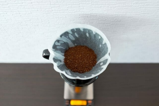 Hario V60 guide showing the Kasuya model brewer with coarsely ground coffee
